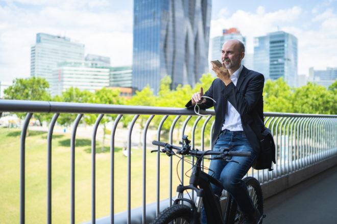 geschaeftsmann-auf-dem-fahrrad-digital-chiefs