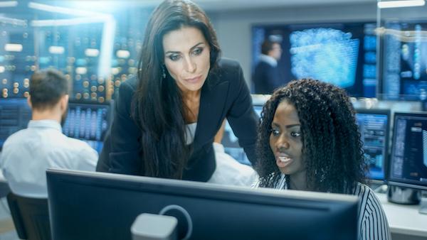 weibliche Experten Cyber Security